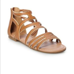 So sandals brown